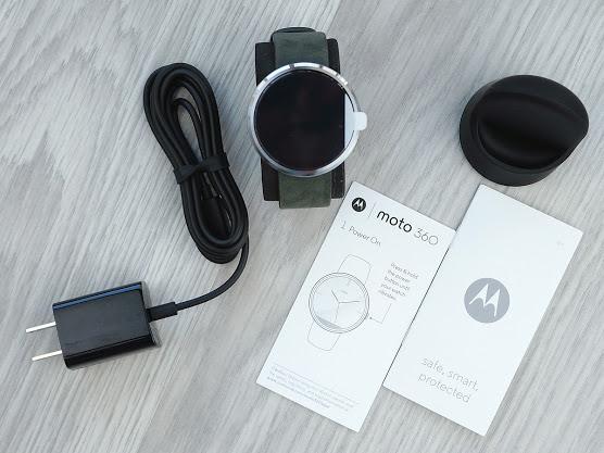 Комплектация умных часов Moto 360