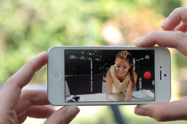экран смартфона с приложением YouTubeCapture